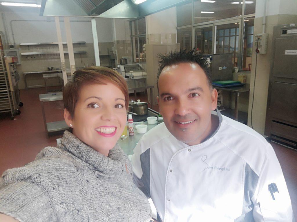 Gabriela Brieba plata y Chef Santi Evangelista. Asesoría seguridad alimentaria para cocina profesional